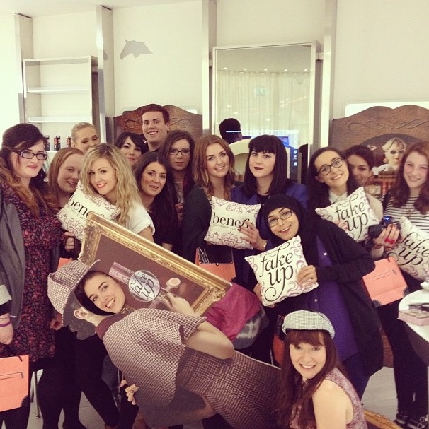 a picture of the liverpool bbloggers at the benefit fake up event liverpool