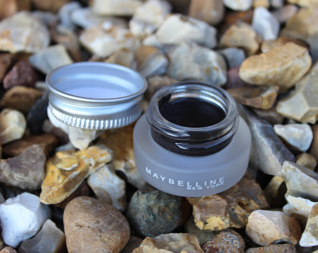 A picture of meybelline eyestudio lasting drama gel eyeliner intense black