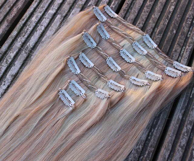 a picture of 20 inch clip hair double wefted hair extensions colour blonde mix 16/613